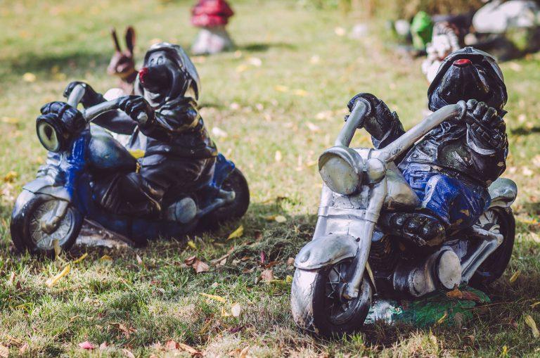 Gartendeko - Maulwürfe auf einem Motorrad - in Busendorf (Beelitz, Brandenburg)