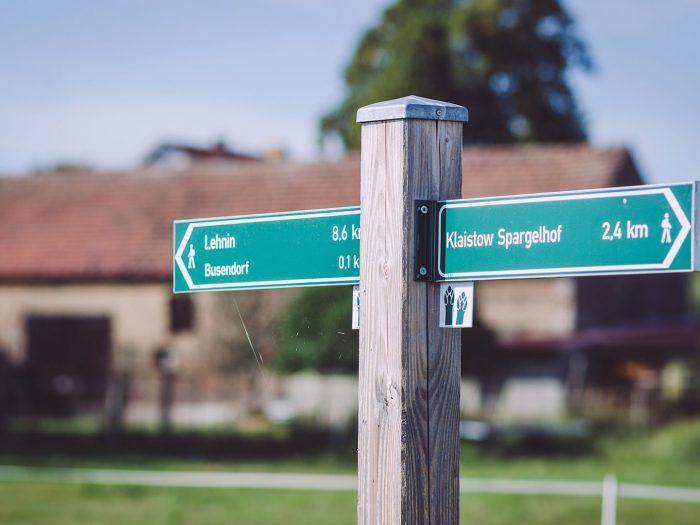 Wegweiser in Busendorf (Beelitz, Brandenburg)