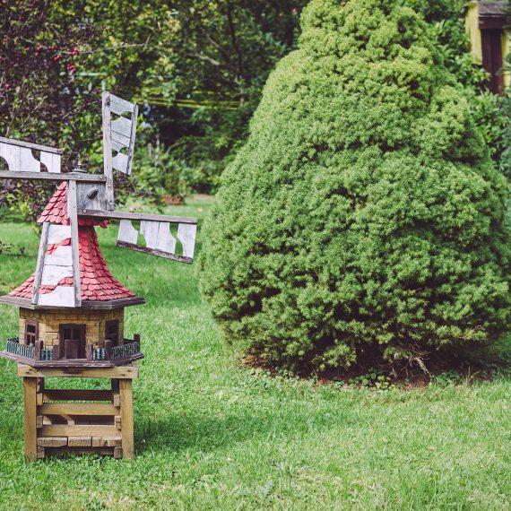 Kleine Windmühle als Gartendeko in Drogen (Altenburger Land, Thüringen)
