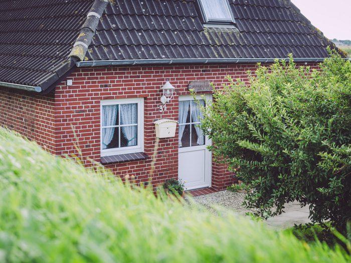 Rotes Backsteinhaus in England (Nordstrand, Schleswig-Holstein)