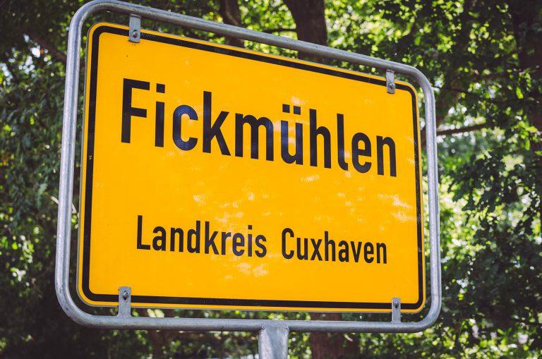 Ortsschild in Fickmühlen (Bad Bederkesa, Niedersachsen)