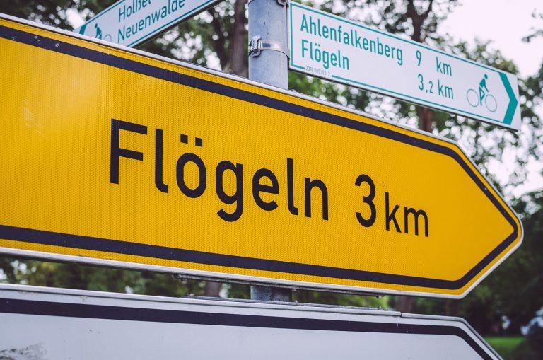 Wegweiser nach Flögeln, Fickmühlen (Bad Bederkesa, Niedersachsen)