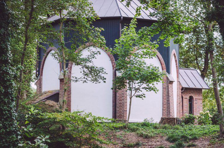 Gebäude in Fickmühlen (Bad Bederkesa, Niedersachsen), viel Natur drumherum