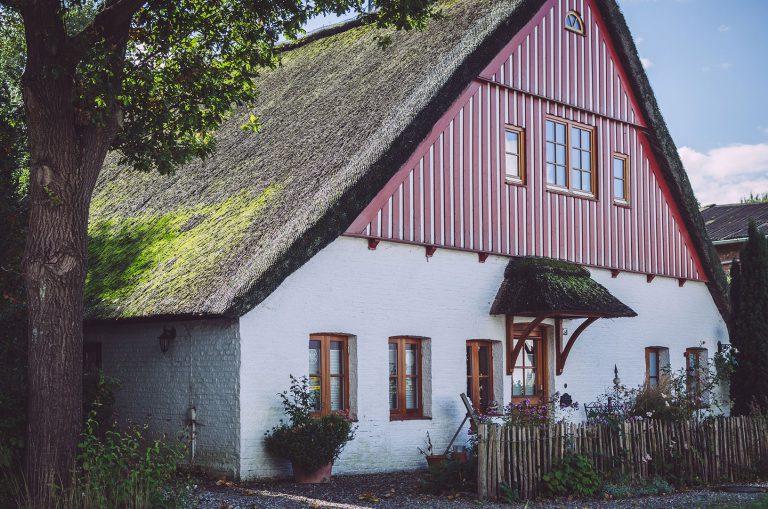 Haus mit Reetdach in Grönland (Sommerland, Schleswig-Holstein)