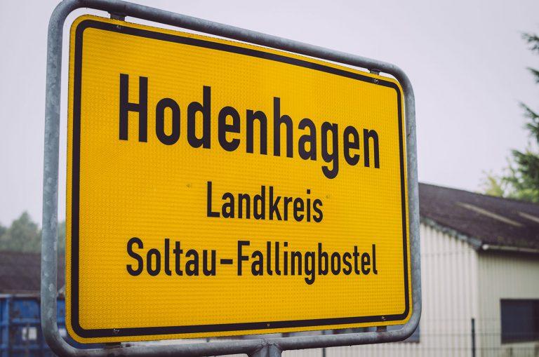 Ortseingangsschild Hodenhagen (Heidekreis, Niedersachsen)