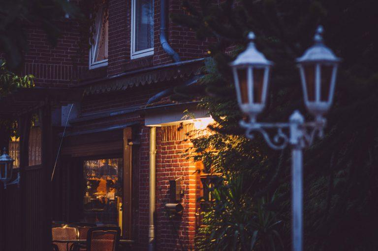 Abendliche Beleuchtung am Haus in Kalifornien (Schönberg, Schleswig-Holstein)