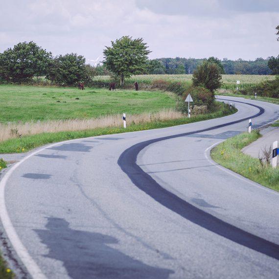 S-förmige Straße in Norwegen (Mohrkirch, Schleswig-Holstein)