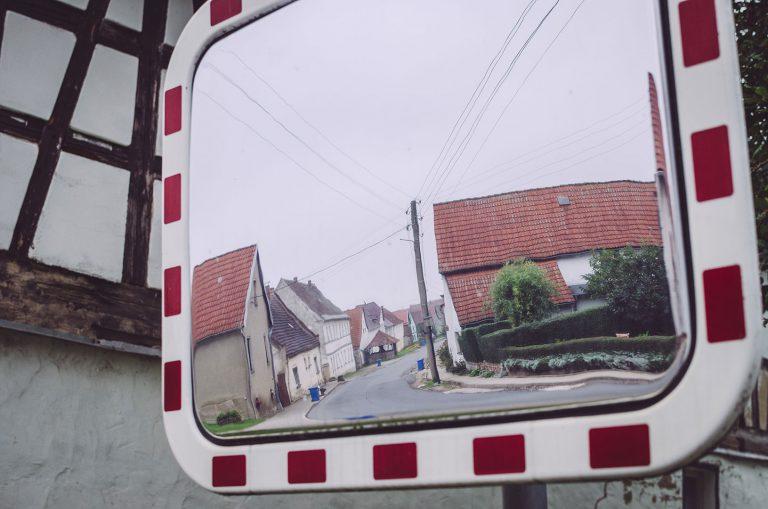 Verkehrsspiegel in Poppendorf (Schkölen, Thüringen)