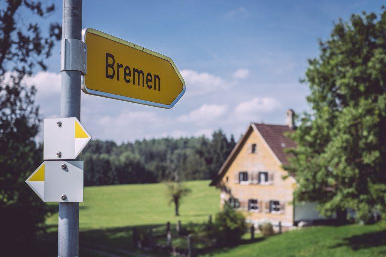 Ortsschild / Wegweiser zu Bremen (Amtzell, Baden-Württemberg)