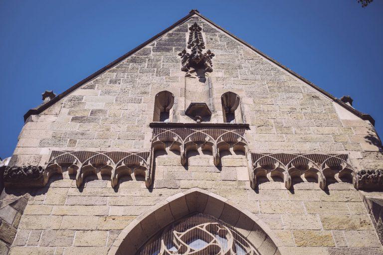 Fassade der Kirche in Bremen (Ense, Nordrhein-Westfalen)