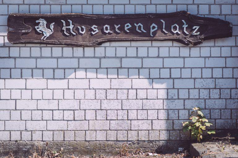 "Wegweiser ""Husarenplatz"" in Bremen (Ense, Nordrhein-Westfalen)"