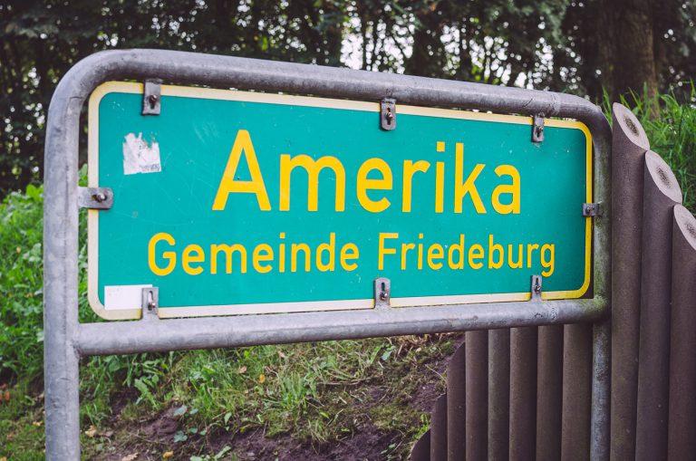 Ortseingangsschild von Amerika (Friedeburg, Niedersachsen)