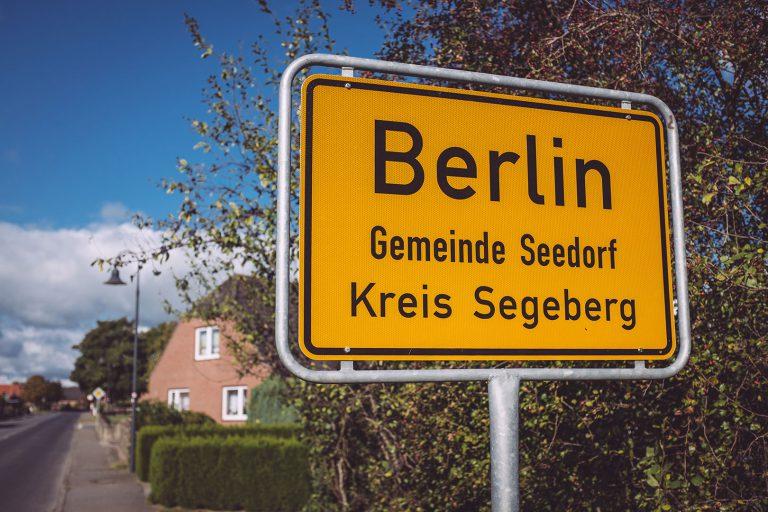 Ortsschild Berlin (Seedorf, Schleswig-Holstein)