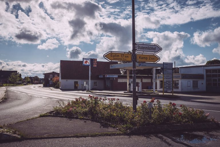 Kreuzung in Berlin (Seedorf, Schleswig-Holstein)
