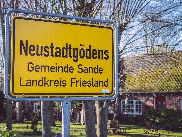 Ortsschild von Neustadtgödens (Sande, Niedersachsen)