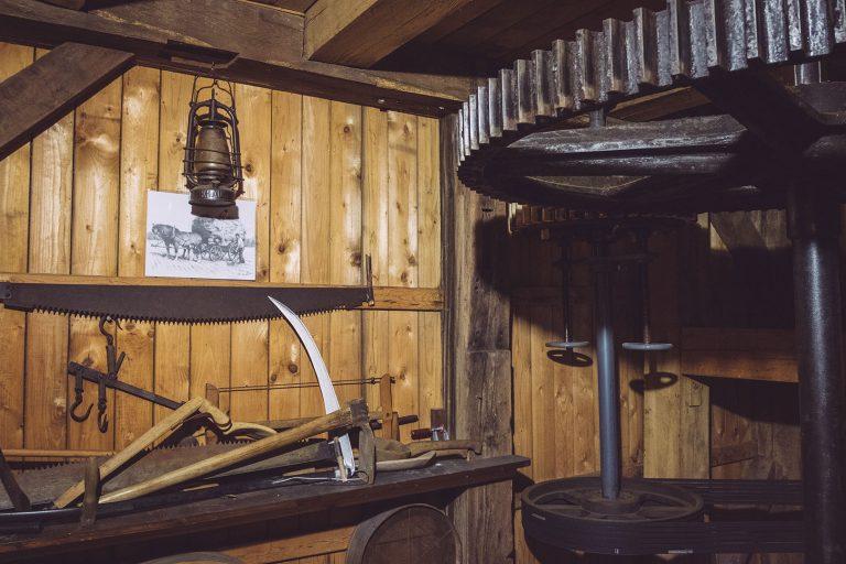 Werkzeug in der Paltrockmühle in Asel (Harsum, Niedersachsen)