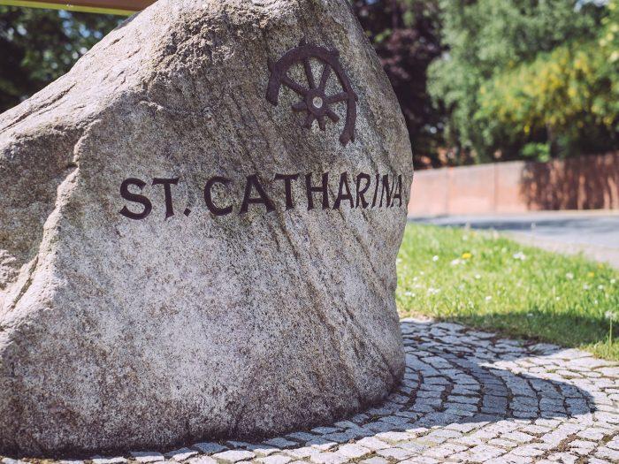 St. Catharina Gedenkstein in Asel (Harsum, Niedersachsen)