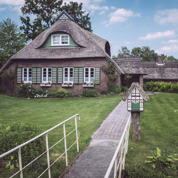 Reetdachhaus in Harrierwurp (Brake, Niedersachsen)