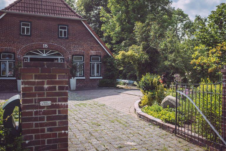 Haus und Hof in Harrierwurp (Brake, Niedersachsen)