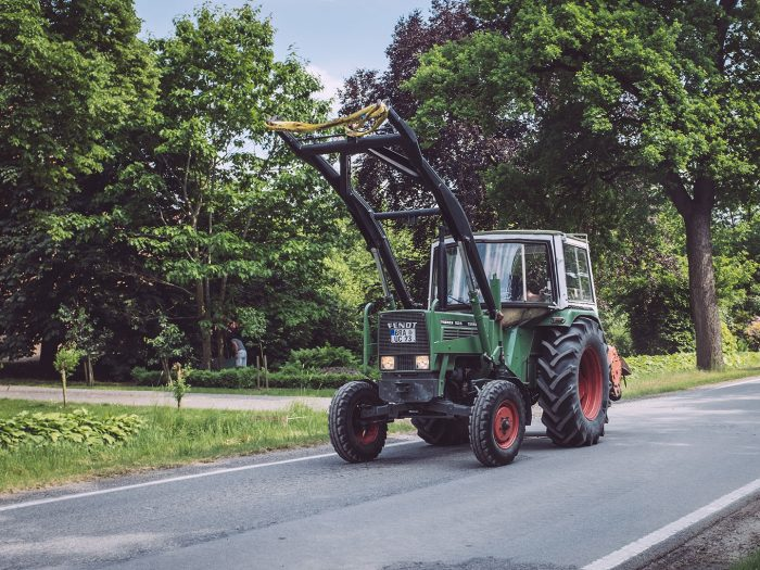 Traktor in Harrierwurp (Brake, Niedersachsen)