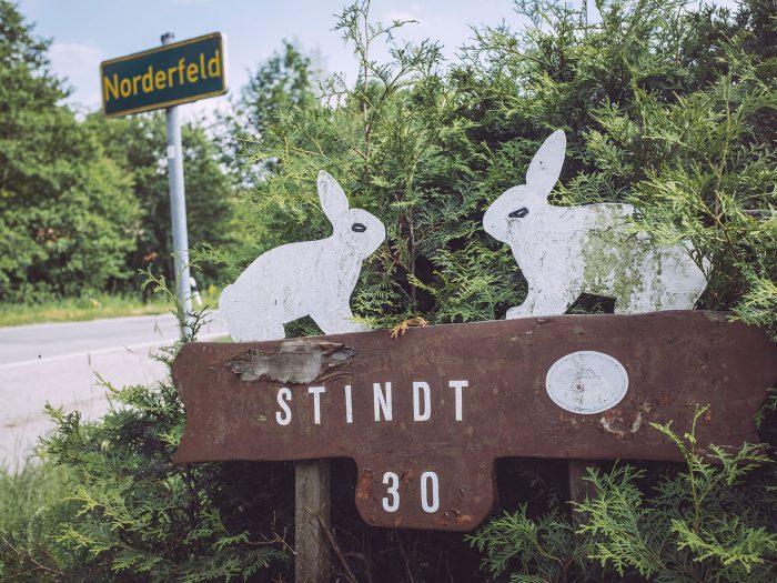 Hausschild in Harrierwurp (Brake, Niedersachsen)