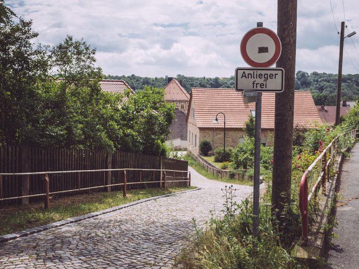 Kopfsteinpflaster in Burgscheidungen (Burgenlandkreis, Sachsen-Anhalt)