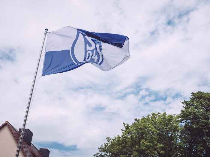 Schalke 04 Fahne in Burgscheidungen (Burgenlandkreis, Sachsen-Anhalt)