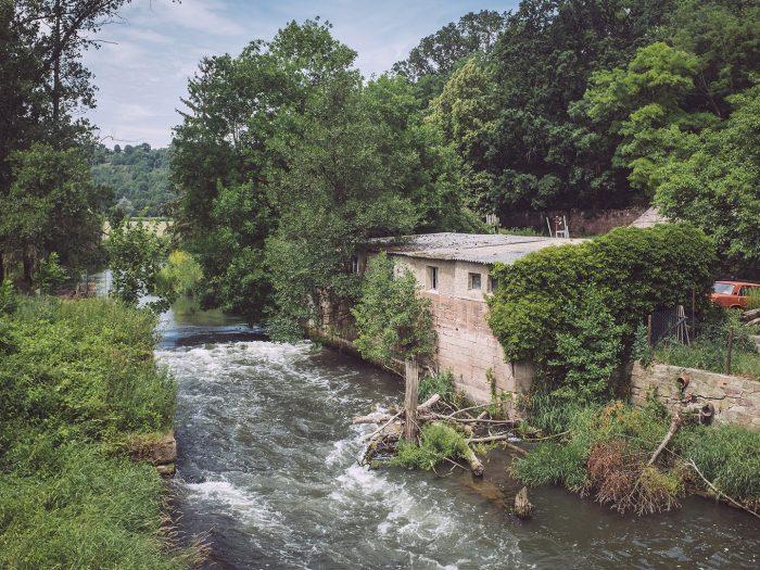 Die Unstrut in Burgscheidungen (Burgenlandkreis, Sachsen-Anhalt)