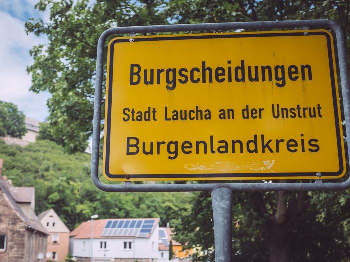 Ortsschild in Burgscheidungen (Burgenlandkreis, Sachsen-Anhalt)