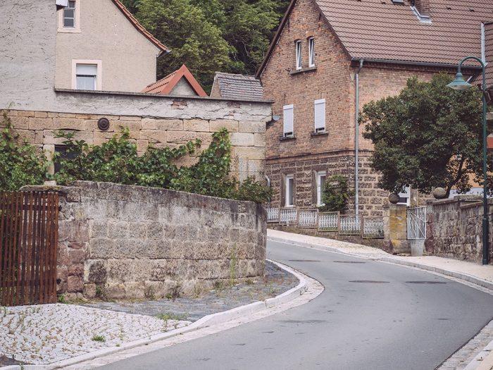 Straße in Burgscheidungen (Burgenlandkreis, Sachsen-Anhalt)