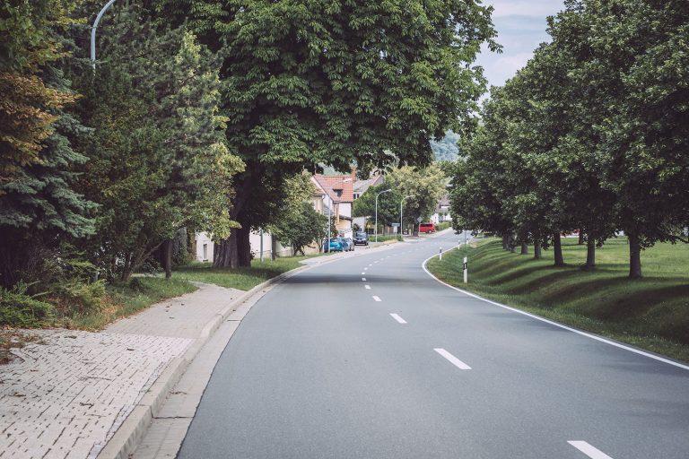 Hauptstraße in Kirchscheidungen (Burgenlandkreis, Sachsen-Anhalt)