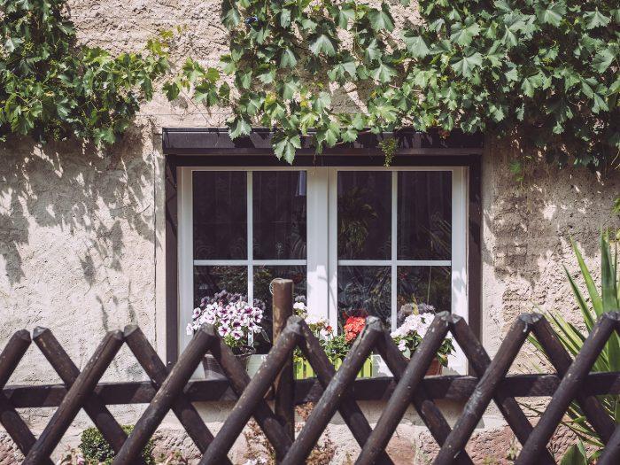 Hauswand mit Fenster in Kirchscheidungen (Burgenlandkreis, Sachsen-Anhalt)