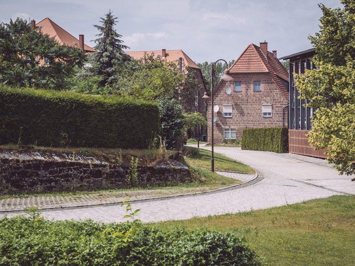 Straße in Kirchscheidungen (Burgenlandkreis, Sachsen-Anhalt)