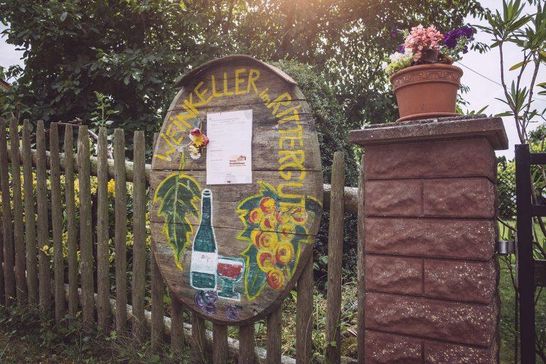 Weinkeller Schild in Kirchscheidungen (Burgenlandkreis, Sachsen-Anhalt)