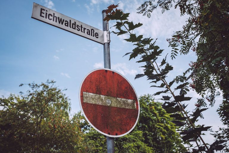 Straßenschild in Holzhausen (Immenhausen, Hessen)