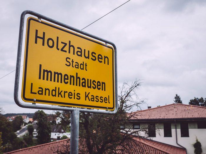 Ortsschild in Holzhausen (Immenhausen, Hessen)