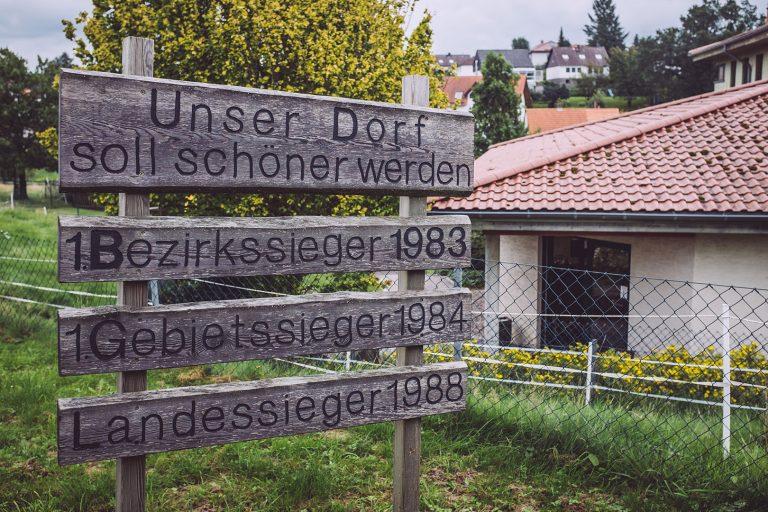 Holzschild in Holzhausen (Immenhausen, Hessen)