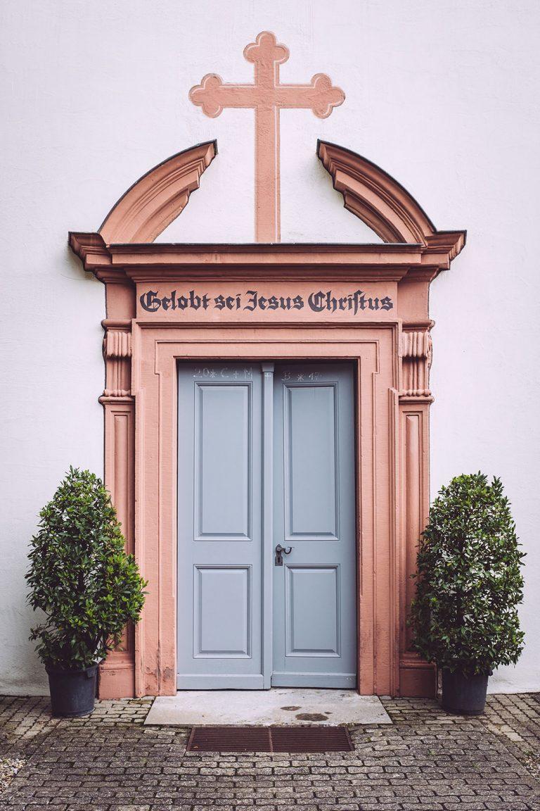 Kirchenpforte in Mainsondheim (Dettelbach, Bayern)
