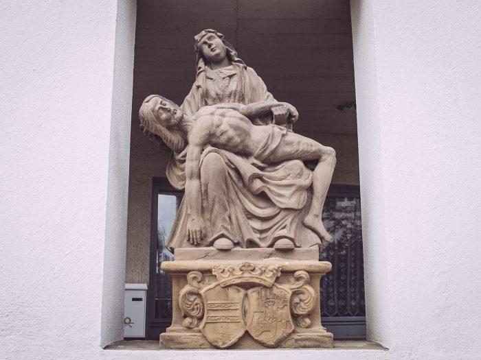 Skulptur in Mainsondheim (Dettelbach, Bayern)
