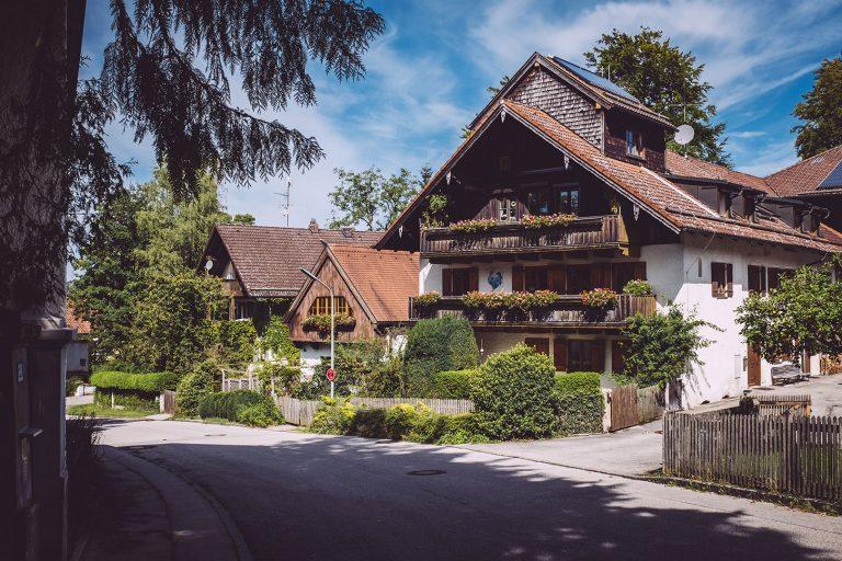 Häuser in Berg (Starnberg, Bayern)