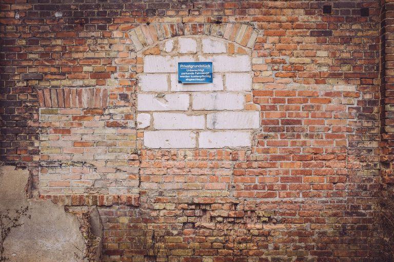 Backsteinwand in Schmatzfeld (Hordharz, Sachsen-Anhalt)