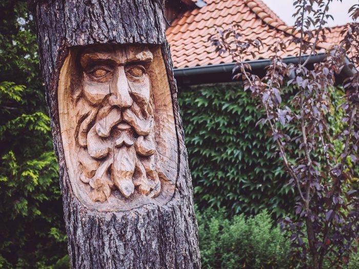Baumschnitzerei in Schmatzfeld (Hordharz, Sachsen-Anhalt)