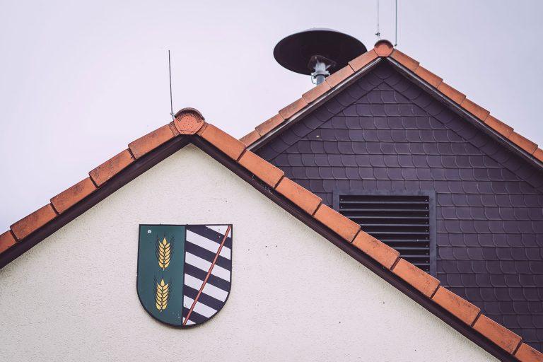 Wappen an Haus in Schmatzfeld (Hordharz, Sachsen-Anhalt)