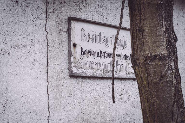 Schild in Bärenrode (Güntersberge, Harz, Sachsen-Anhalt)