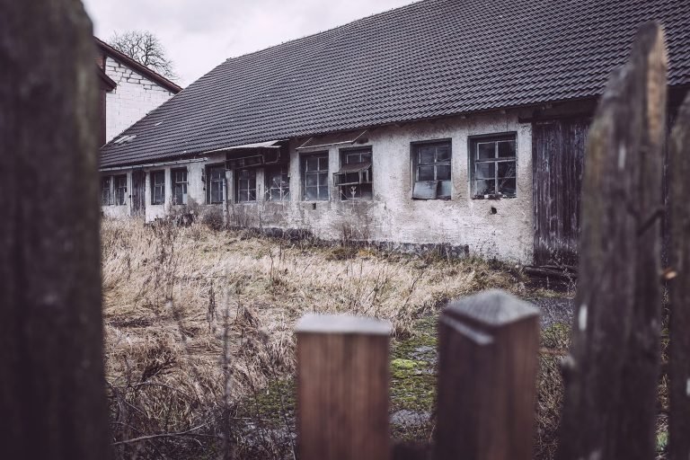 Verlassener Hof in Bärenrode (Güntersberge, Harz, Sachsen-Anhalt)