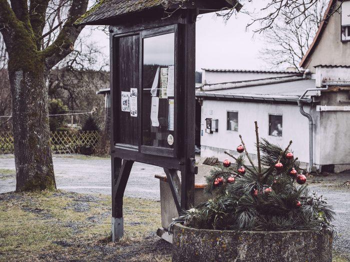 Schwarzes Brett in Bärenrode (Güntersberge, Harz, Sachsen-Anhalt)