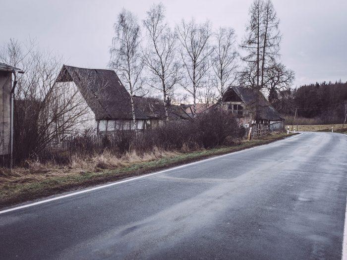 Straße in Bärenrode (Güntersberge, Harz, Sachsen-Anhalt)