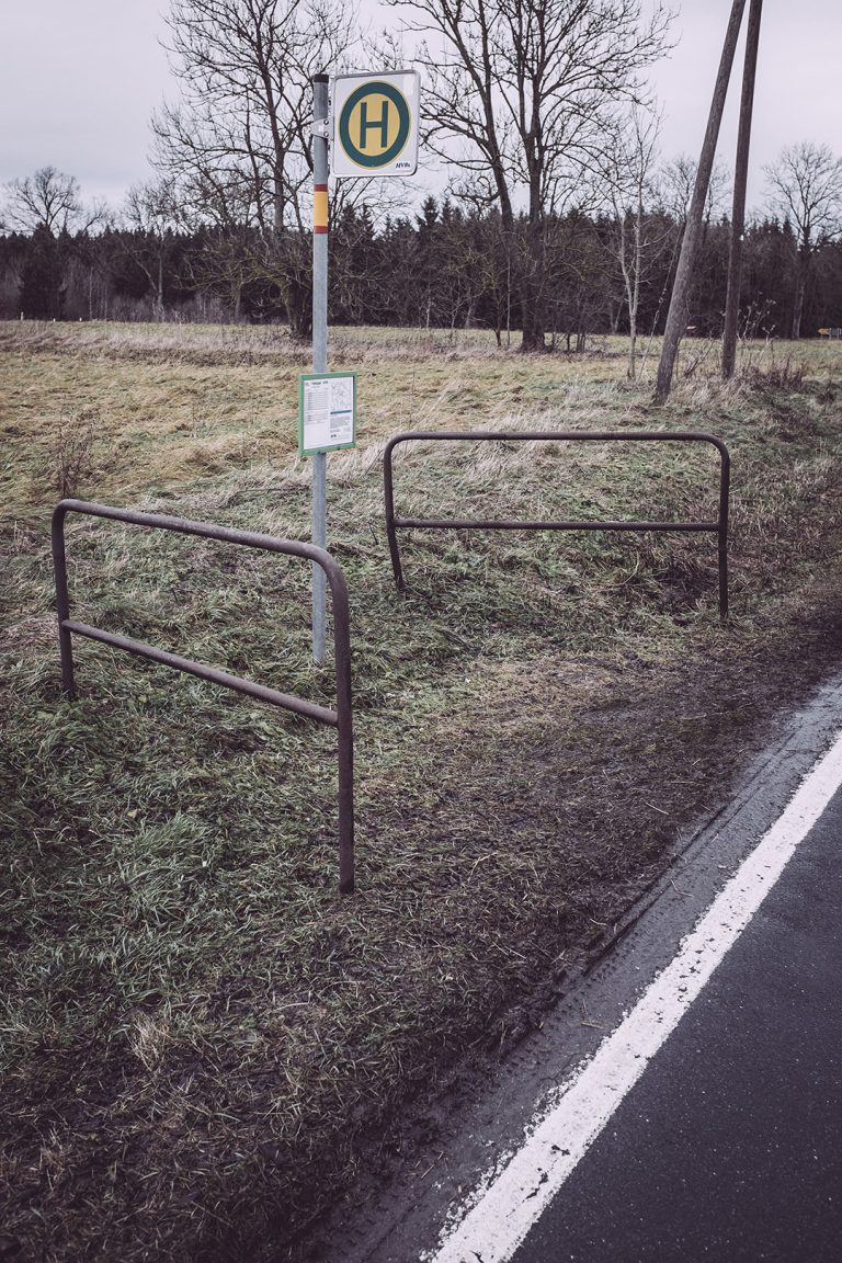 Bushaltestelle in Bärenrode (Güntersberge, Harz, Sachsen-Anhalt)