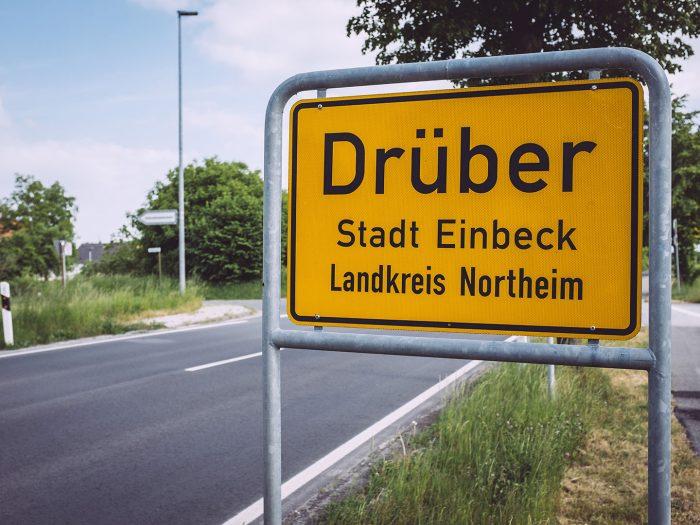 Ortsschild in Drüber (Northeim, Niedersachsen)