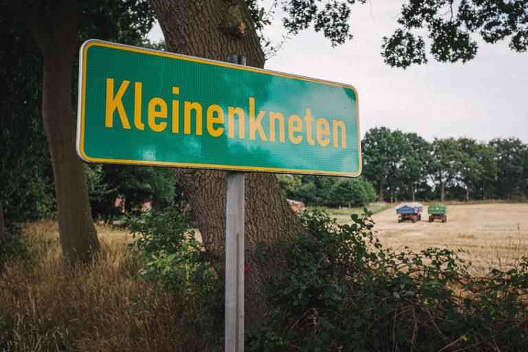 Ortsschild Kleinenkneten (Wildeshausen, Niedersachsen)